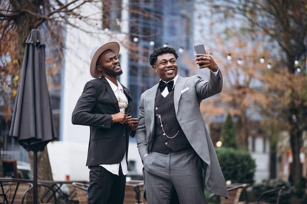 Два африканских бизнесмена, встреча вместе