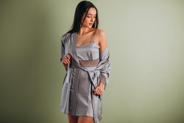 Молодая женская модель в нижнем белье