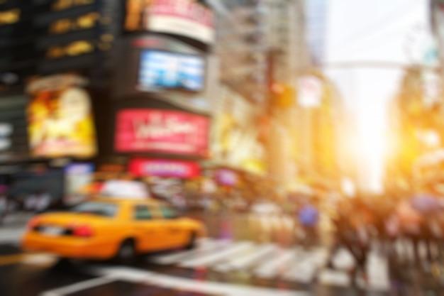 ニューヨークのマンハッタンの夜の広場のスカイライン