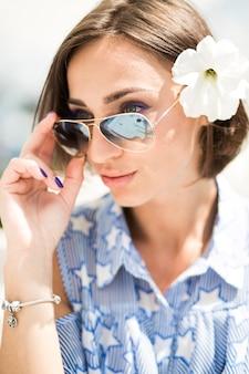 甘い女性ソルファッション太陽誘惑