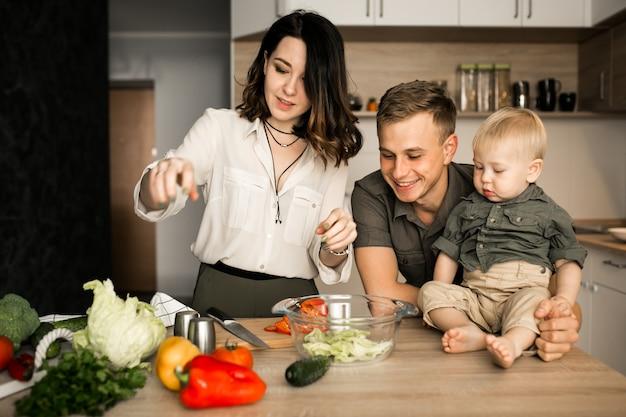 キッチンの家族