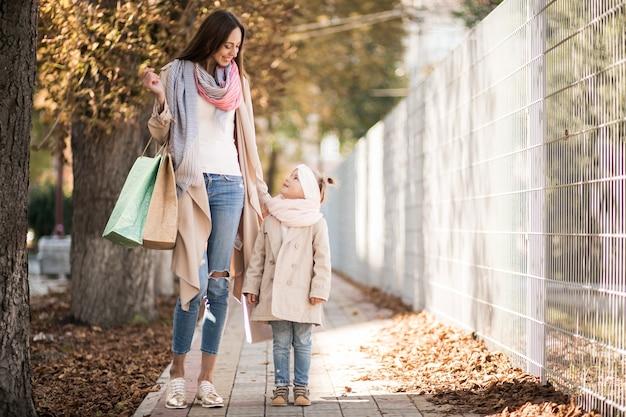 母と娘の買い物