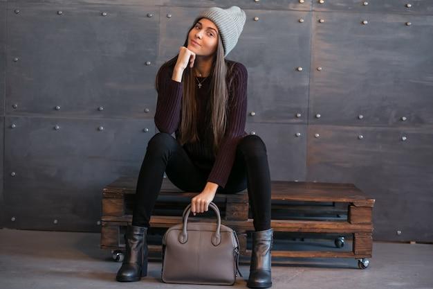 スタジオの暖かい布の女の子