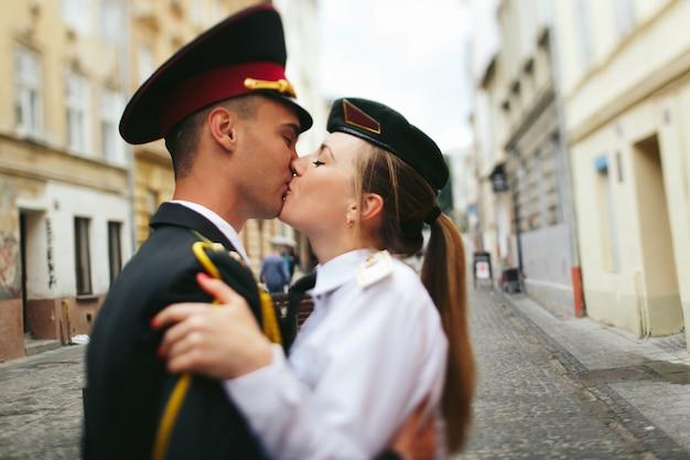 関係クローズアップ、手のキスの女の子
