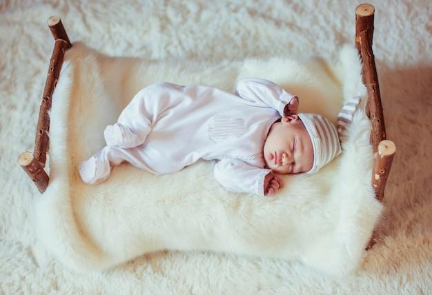 美しいかわいい幸せの焦点は眠ります