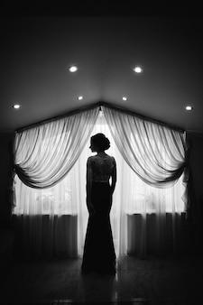 単独で愛らしい日結婚式の花嫁