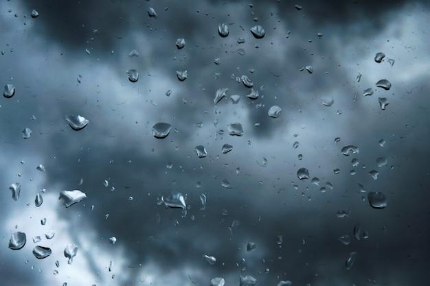 ウィンドウの雨滴