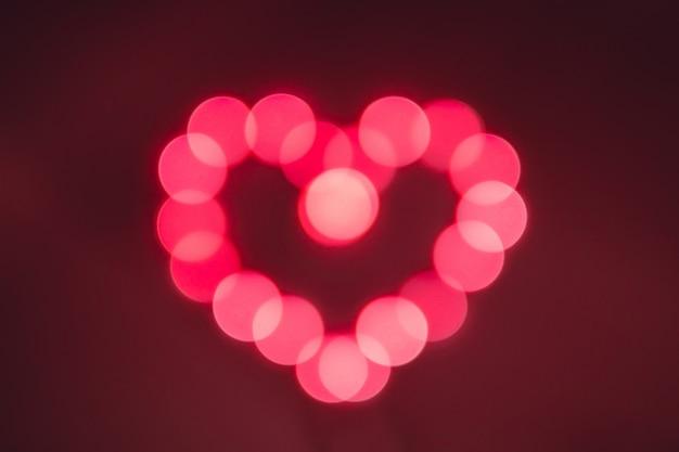 Красный боке огни фон. огни в форме сердца. день святого валентина.
