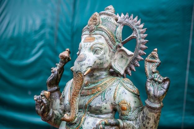 緑のヒンドゥー教の神ガネーシャ。ガネーシャアイドル