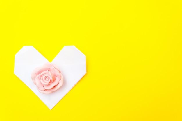 Белое сердце оригами