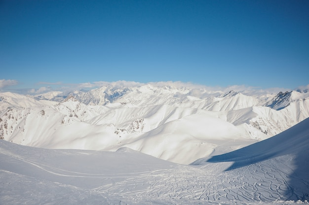 Удивительный ландшафт высоких горных вершин