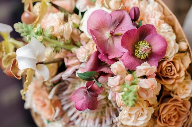 花の豪華な花束の写真をクローズアップ