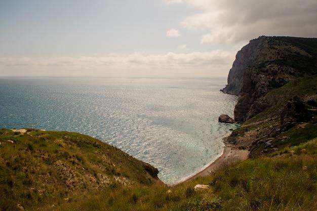 クリミアの風景。山の高さから海岸までの眺め