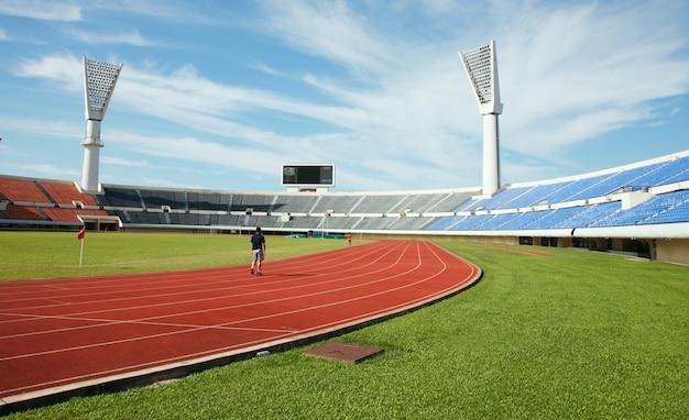 Стадион один бегун