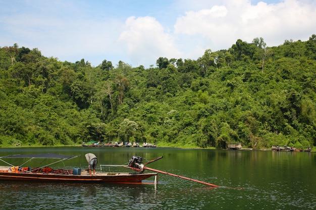Река спокойный пейзаж