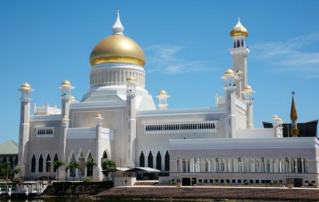 背の高いモスクの建築