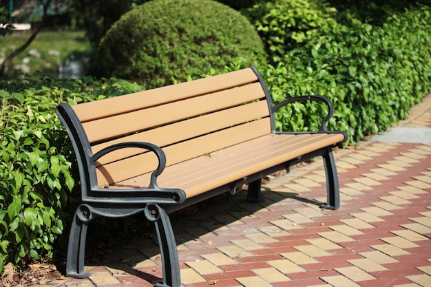 Скамейке в парке