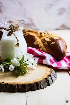 Плетеный хлеб с миндалем