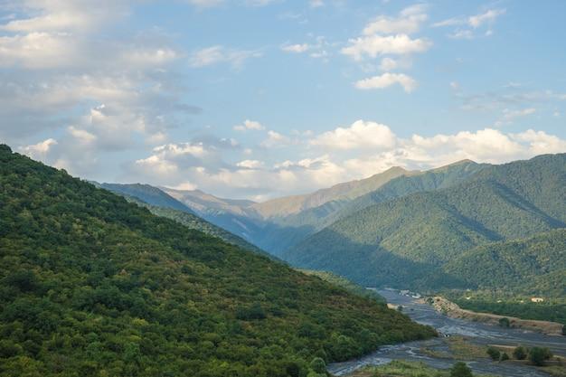 クヴァレリに近いコーカサス山脈