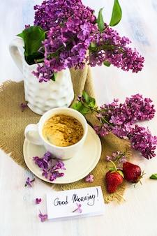 Интерьер весны с чашкой кофе