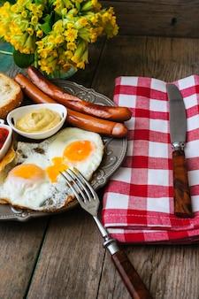 ソーセージと卵の朝食時間