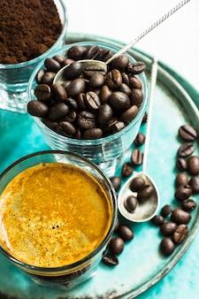 素朴な背景のコーヒータイム