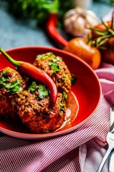 Фрикадельки с томатным соусом