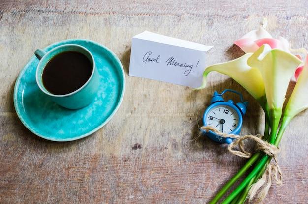 コーヒーとオランダカイウの花