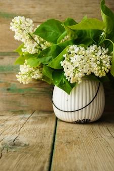 Белые сиреневые цветы