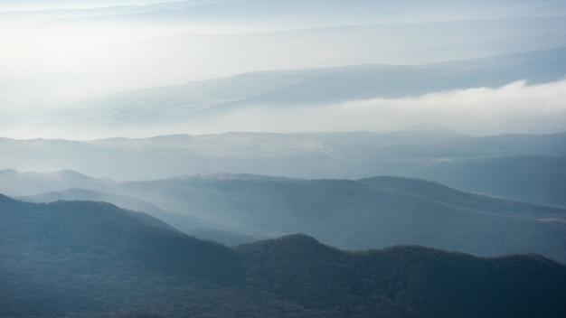 コーカサス山と雲