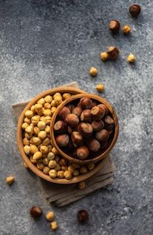 Концепция натуральных продуктов с орехами
