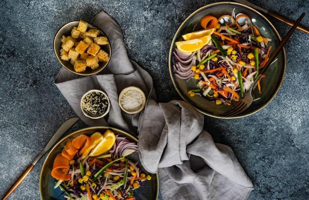 Концепция здорового питания с органическими овощами