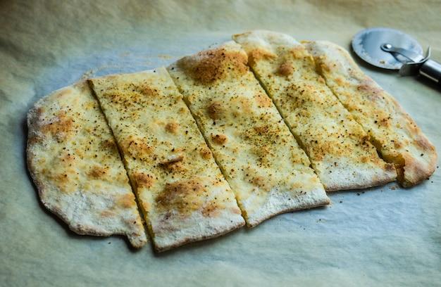 Традиционный итальянский хлеб с травами