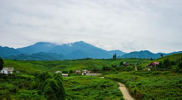 アジュリアン山の風景