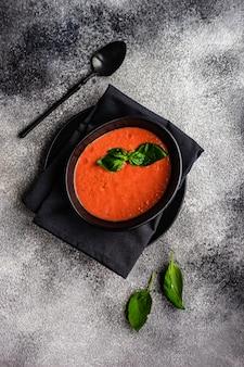 伝統的なスペインのトマトスープガスパチョ