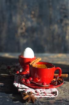 素朴なスタイルの伝統的な朝食