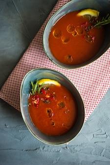 伝統的なスペインのトマトクリームスープ