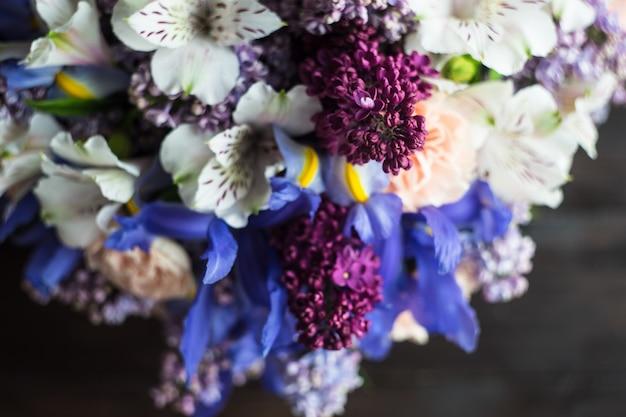 花束の美しい春の花