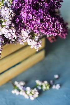 春のライラックの花