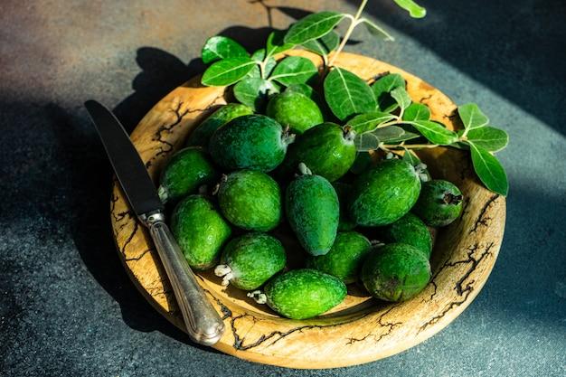 Осенний органический фрукт фейхоа