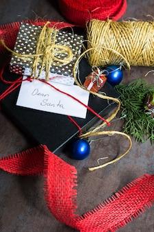 Рождественская концепция с подарочной коробкой для санты
