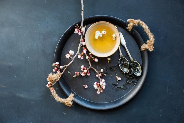 緑茶と桃の花