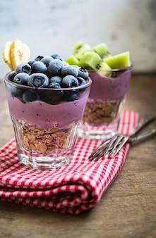 ベリーと健康的な朝食