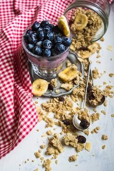 ベリーとシリアルで健康的な朝食