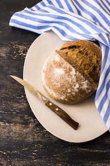 朝食に自家製パン