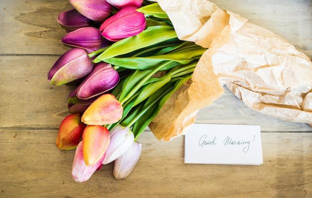Тюльпаны на ржавом фоне