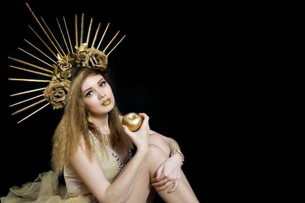 彼の頭とゴールデンアップルの冠を持つ少女