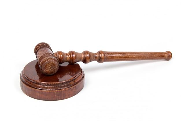 裁判官のためのハンマーと開催オークション。