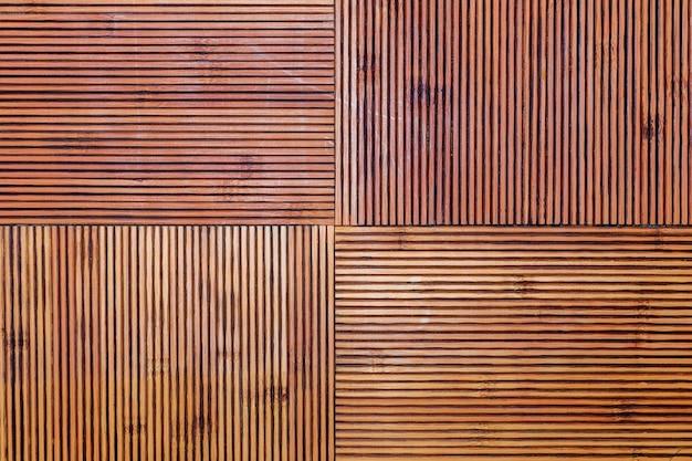 素朴な竹のテクスチャ。水平線と垂直線。黄土色と茶色の色調。