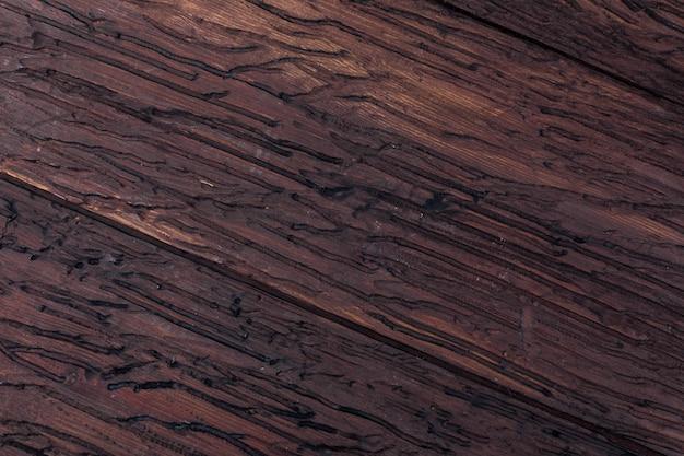 Драгоценная текстура древесины. в деревенском и темном, охристых, коричневых, жареных, черных тонах. вены и узлы приветствуются.